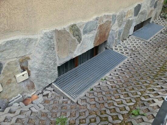Hotel Antika: Underground Windows