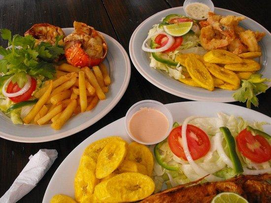 Bay Side Restaurant & Grill: Variedad de Mariscos