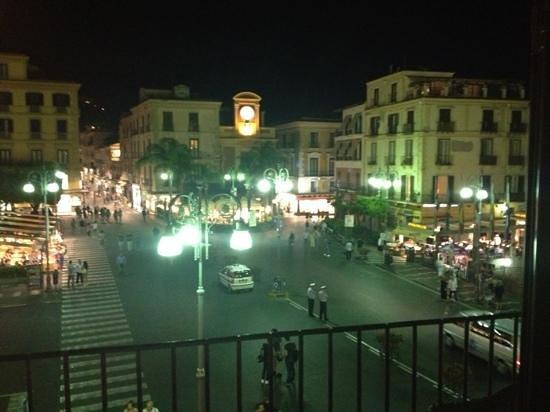 بيازا تاسو إقامة وإفطار: our view from the balcony