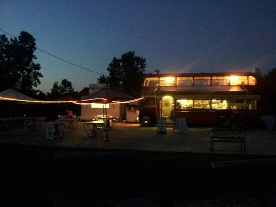 Birdies Perch: Open until 11 pm all summer!