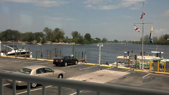 Crow's Nest Marina Restaurant & Tavern: view from seat