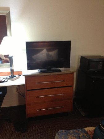 Red Roof Inn Virginia Beach - Norfolk Airport: Flat screeen television