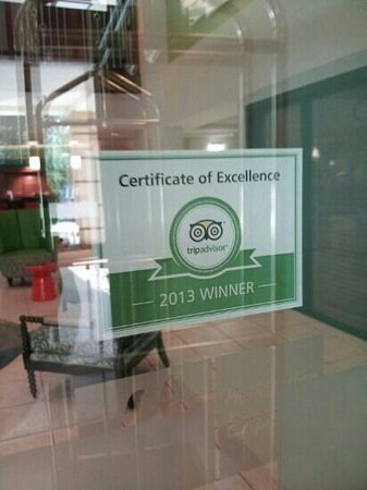Holiday Inn Express Atlanta NE I-85 Clairmont: TripAdvisor representin' in the lobby!