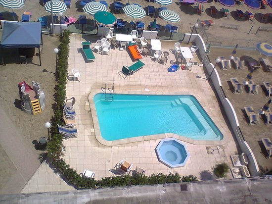 Hotel Internazionale: l'adorata piscinetta intima!!!