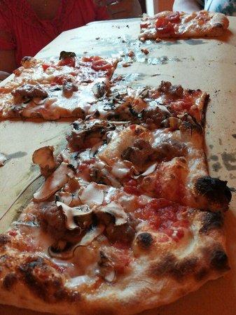 Osteria La Cantina: pizza al metro
