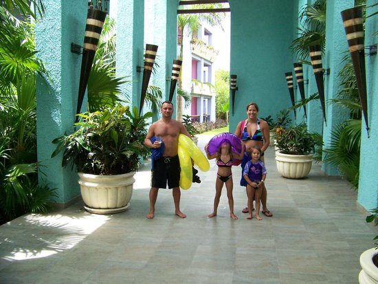 Iberostar Paraiso Maya: Going to our room