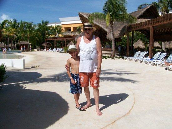 Iberostar Paraiso Maya: By wave pool