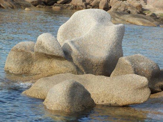 La Sciumara - Rada di Mezzo Schifo : scogli di granito