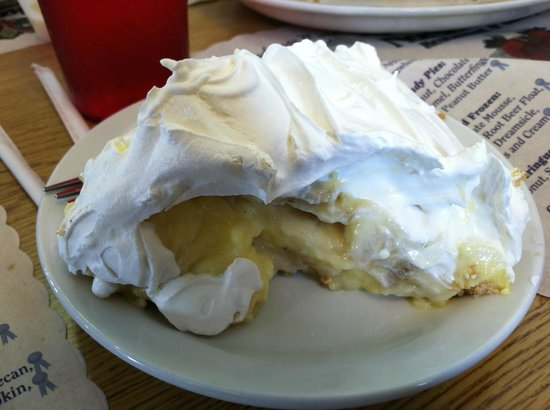 Banana cream pie from the Norske Nook