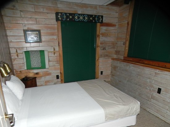 Solbakken on Superior: Master bedroom