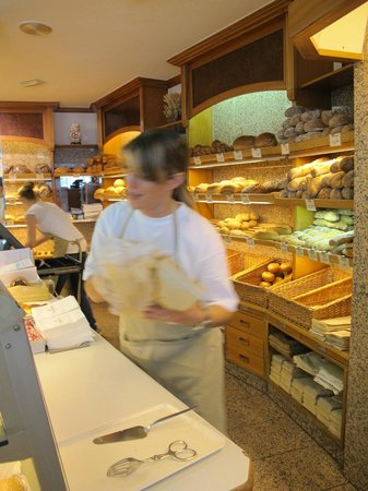 Boulangerie Taillens : Always friendly service at Taillens in Montana (and in Crans, too)