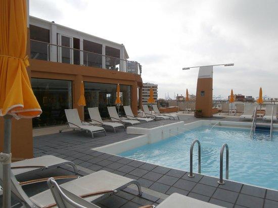 Reina Isabel Hotel: Piscina y gimnasio (parte alta) de la planta 8ª