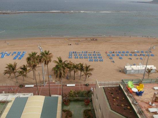 Reina Isabel Hotel: Vista desde la terraza de la piscina