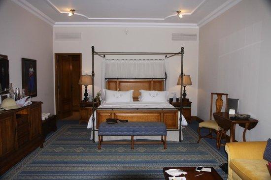 Belmond Palacio Nazarenas: Bedroom- view from entry