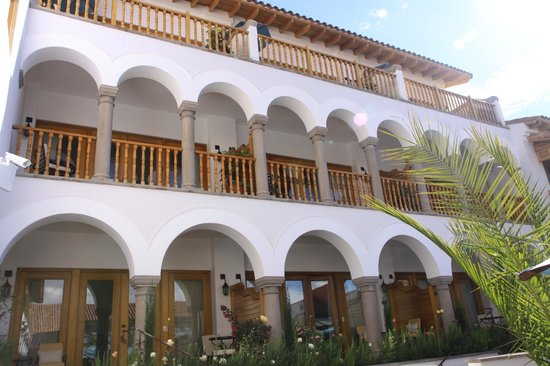 Belmond Palacio Nazarenas: View of rooms from pool courtyard