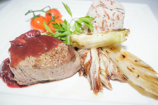 Salotto: Beef Tenderloin in Green Pepper Sauce, served with Potatoes and Vegetables