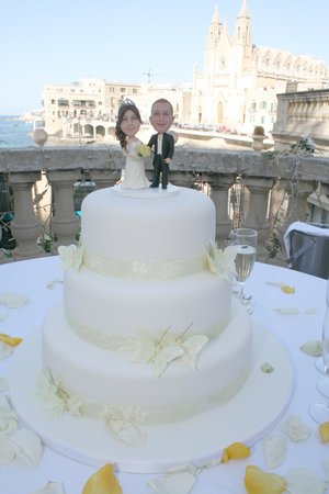 The Villa Brasserie: Beautiful view and cake