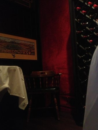 The Wonder Bar Steakhouse: Bar seating