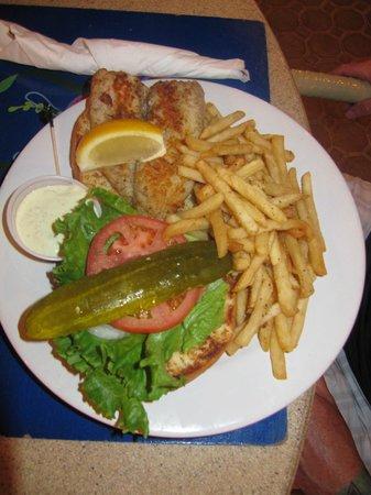 Ocean Club Cabana Bar & Grill : Fish burger