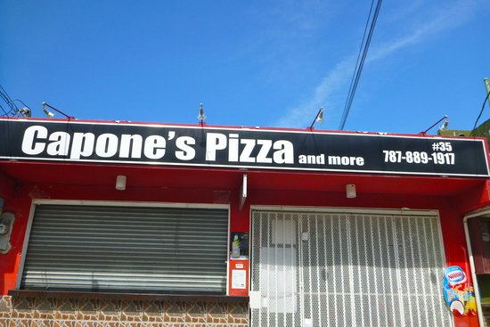 Capone's Pizza: Capone took the day off