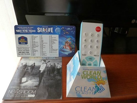 "BEST WESTERN PLUS Tempe by the Mall: Clean remote ""we all wonder?"""