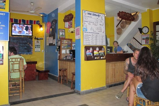 Hue Backpackers' Hostel: The reception area which combined with the common area.