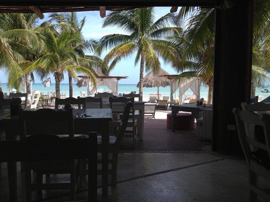 Holbox Hotel Casa las Tortugas - Petit Beach Hotel & Spa: Looking out from the restaurant