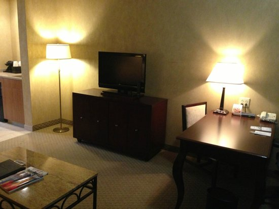 Embassy Suites by Hilton Philadelphia-Valley Forge : Work/Living area