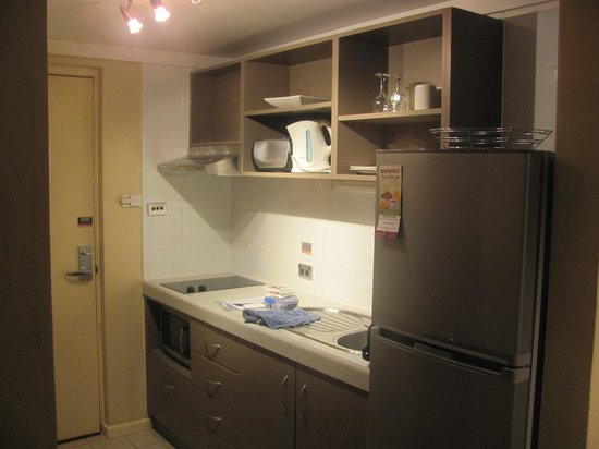 Broome-Time Accommodation: kitchen