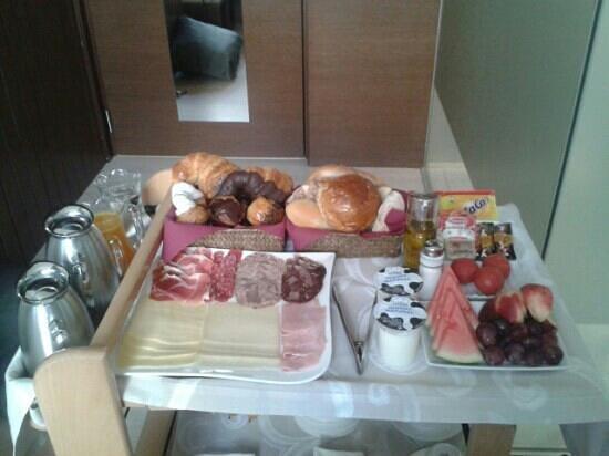 Hotel Llegendes de Girona Catedral: desayuno en la habitación