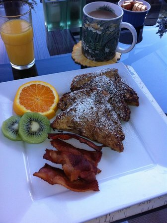 Lost Mountain Lodge: Breakfast course No. 2 - French toast with Blueberry and Maple syrup