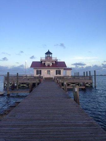 Roanoke Marshes Lighthouse: Manteo lighthouse just after sunset