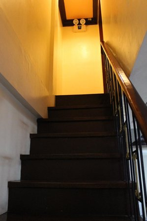 Costa Villa Beach Resort: Apartelle - Stairs