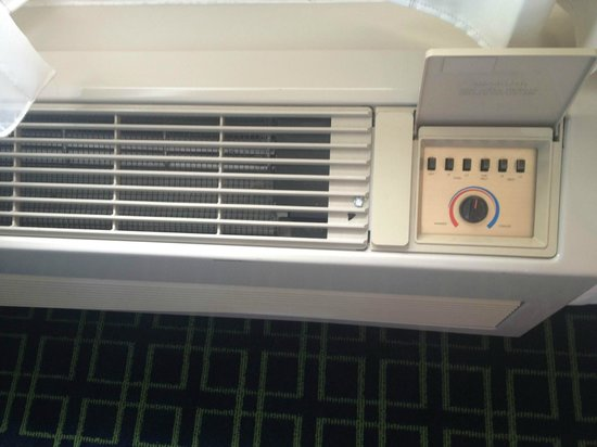 "Fairfield Inn & Suites Fargo: Our ""modern"" air conditioner"