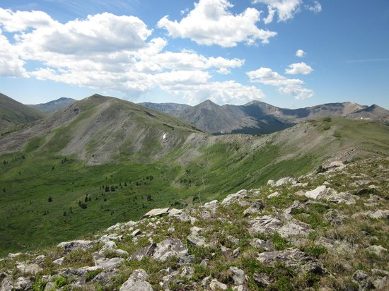 Cottonwood Pass: Hiking along the ridge.