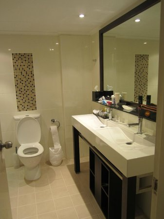 The York by Swiss-Belhotel: ensuite