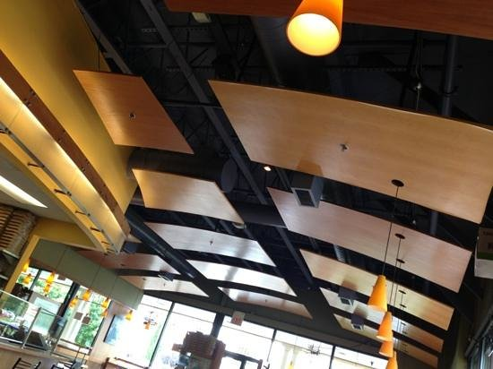 Pizzicato Gourmet Pizza: cool ceiling, cool lighting