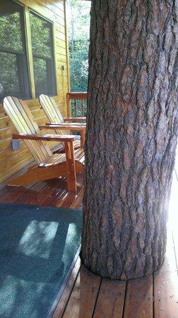 Ruidoso Lodge Cabins: Adirondack chairs