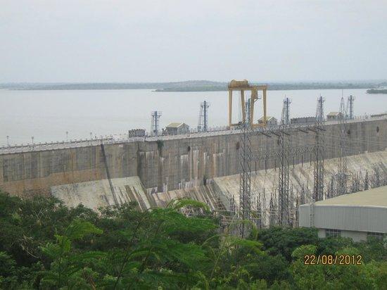 Almatti Dam : dam wall