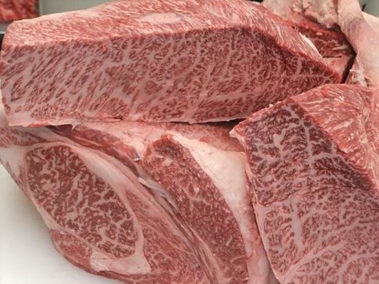 Matsuzakagyu Yakiniku M, Hozenji Yokocho : This is the restaurant for Mathusaka-beef one of the three major wagyu beef in Japan.