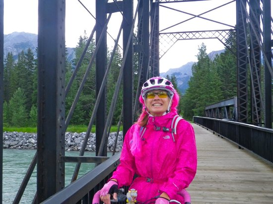 Rocky Mountain Ski Lodge: Bow river bike trail