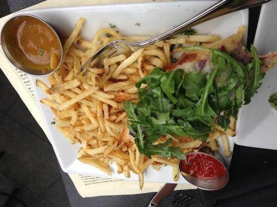 The Misfit Restaurant & Bar: Shoestring Fries & Open faced grilled cheese