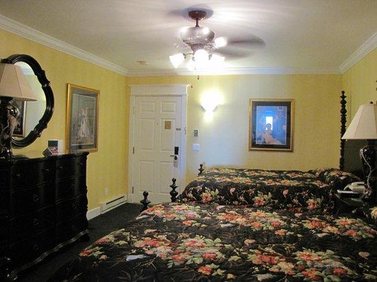 Chippewa Hotel Waterfront: Bedroom