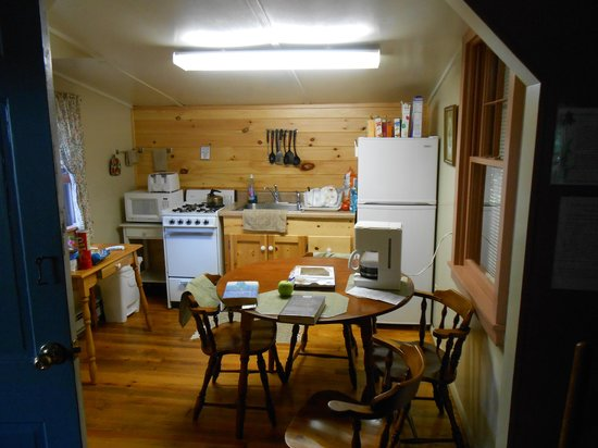 Lapland Lake Nordic Vacation Center: kitchen