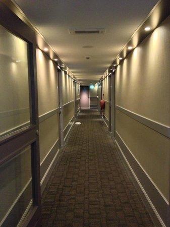 Hampshire Hotel - Eden Amsterdam: Vista de los pasillos del hotel