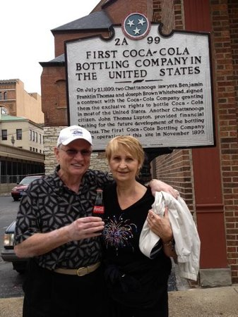 Chattanooga Sidewalk Tours: Walking tour with Ginnie was wonderful! We learned so much.