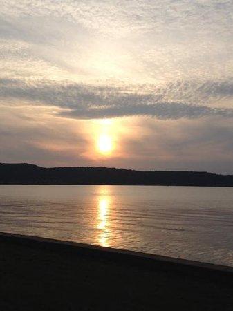 Sunset Motel on the Bay: sunset
