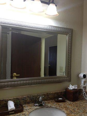 Amelia Hotel at the Beach: Bathroom sink