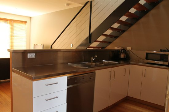 Adelaide DressCircle Apartments - Bower Street: Bower St Townhouse Room