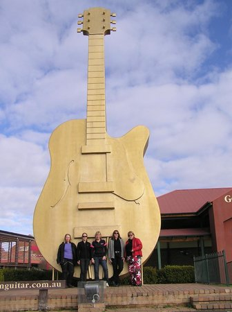 Golden Guitar Motor Inn: The 'must do' touristy shot!